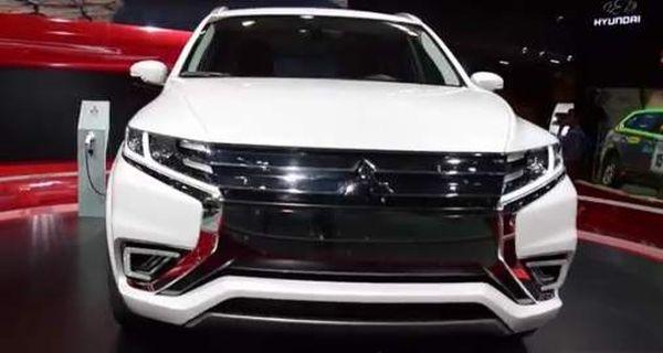 2015 Mitsubishi Outlander PHEV front