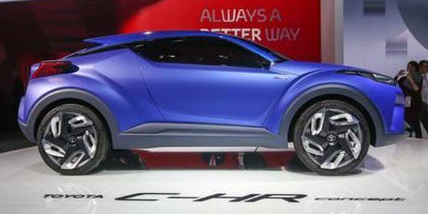 Toyota CH-R side